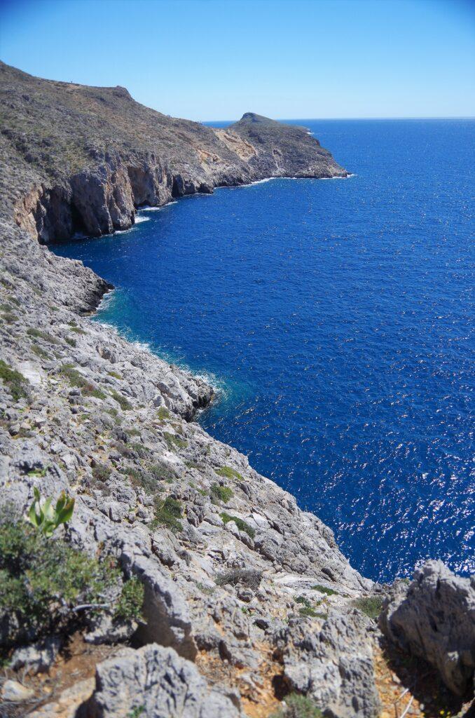 Błękitna woda morza na Krecie