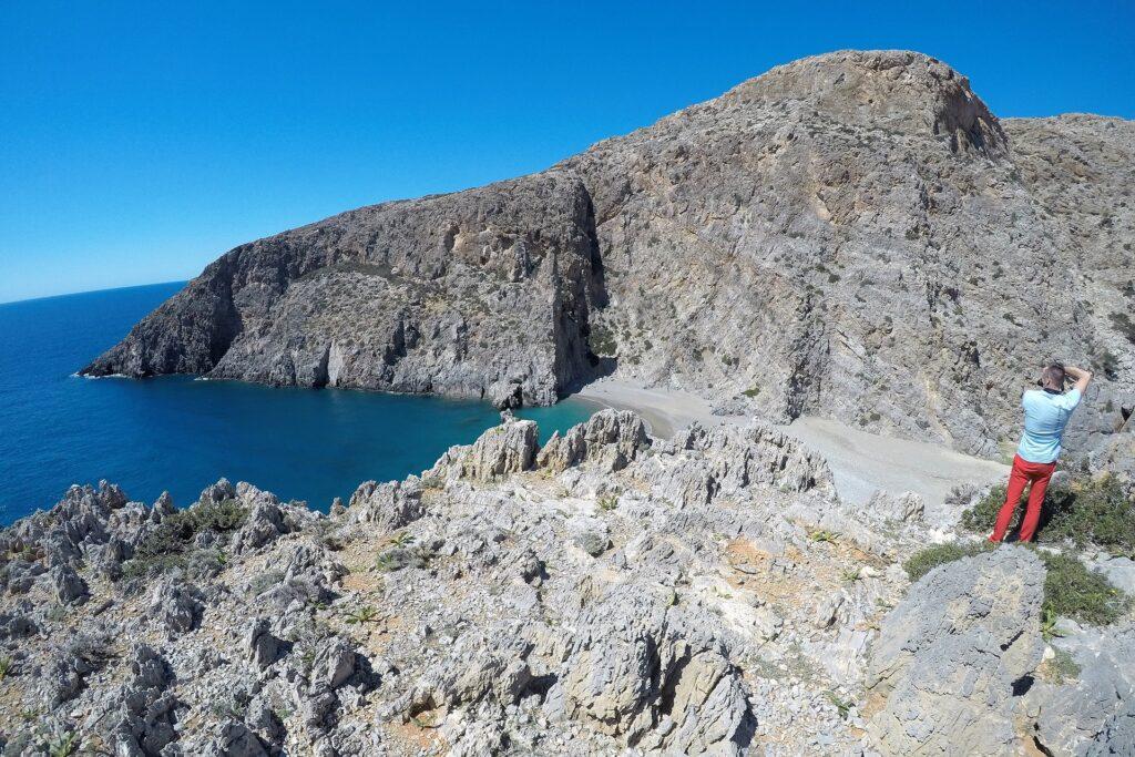 Na klifie z widokiem na Wąwóz Agiofaragio