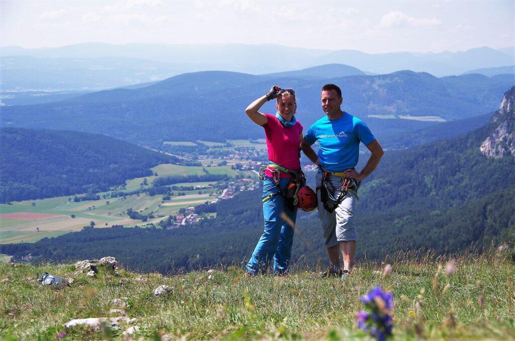 Zdjęcie z widokiem na pobliskie góry, Hohe Wand