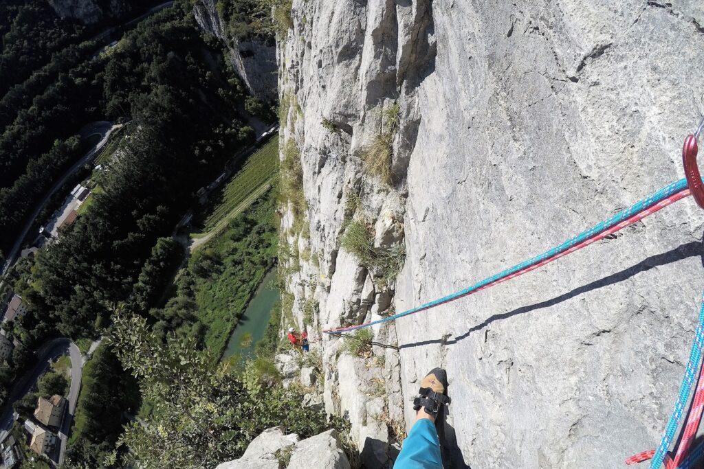 Wspinanie wielowyciągowe na drodze Orrizonti Dolomitici