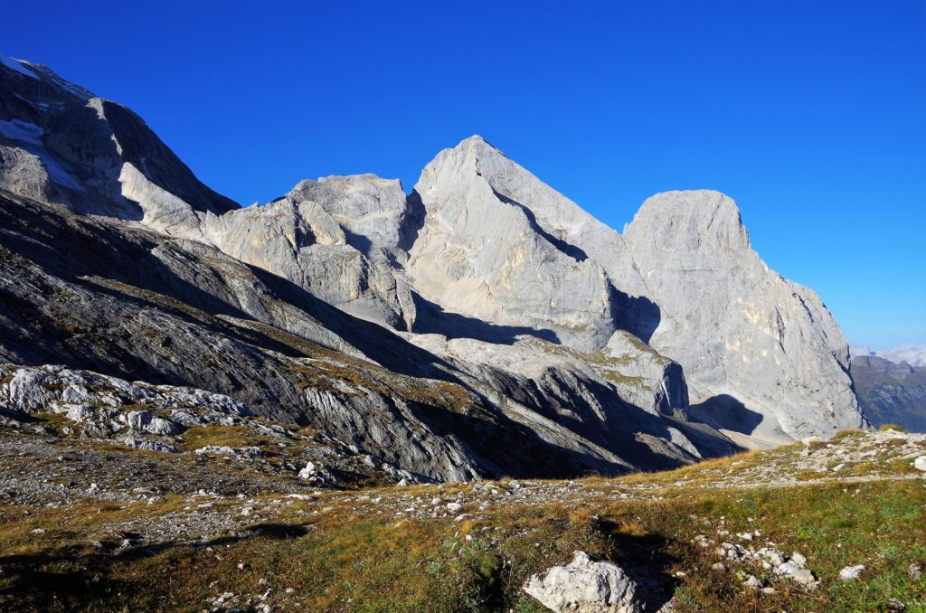 Widok na Gran Vernel 3205 m z przełęczy Forcella Col del Bous 2438 m