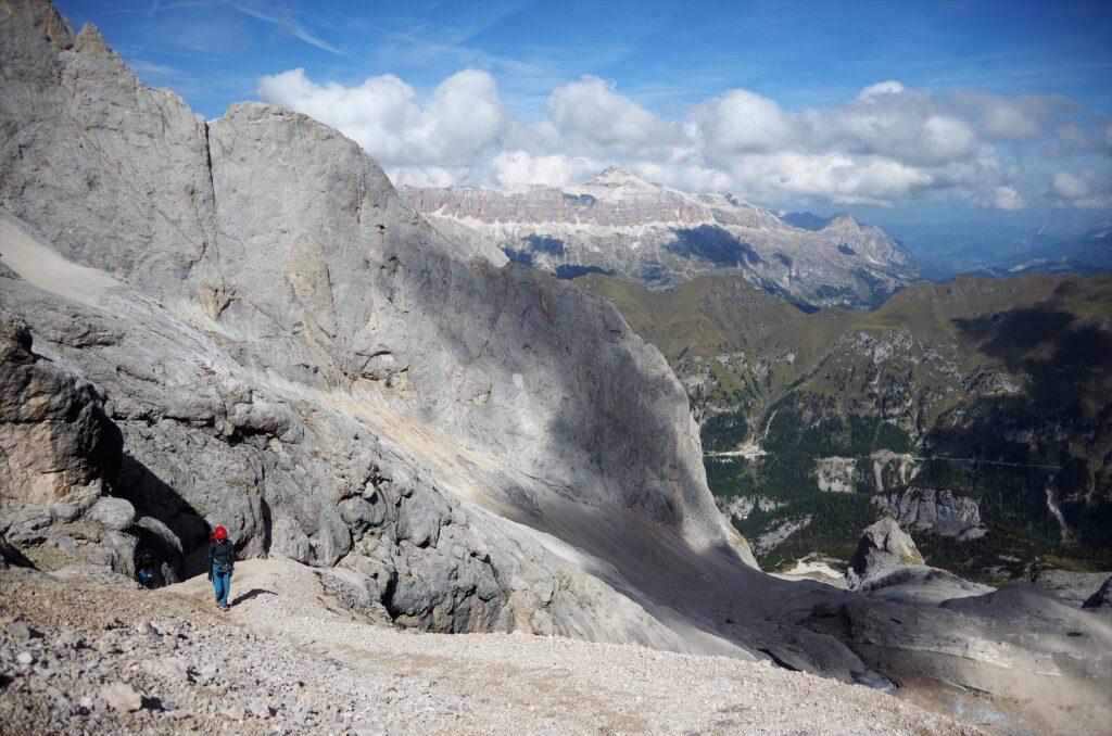 Podejście z przełęczy Forcella Marmolada do ferraty Granią Zachodnią