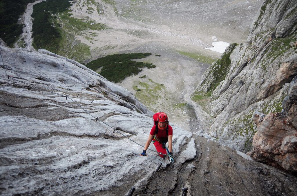 Mokre płyty na ferratcie Anna Klettersteig na Dachstein