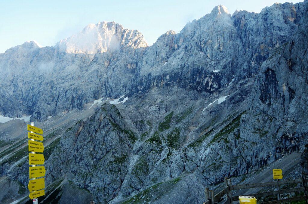 Widok na Dachstein spod schroniska Südwandhütte