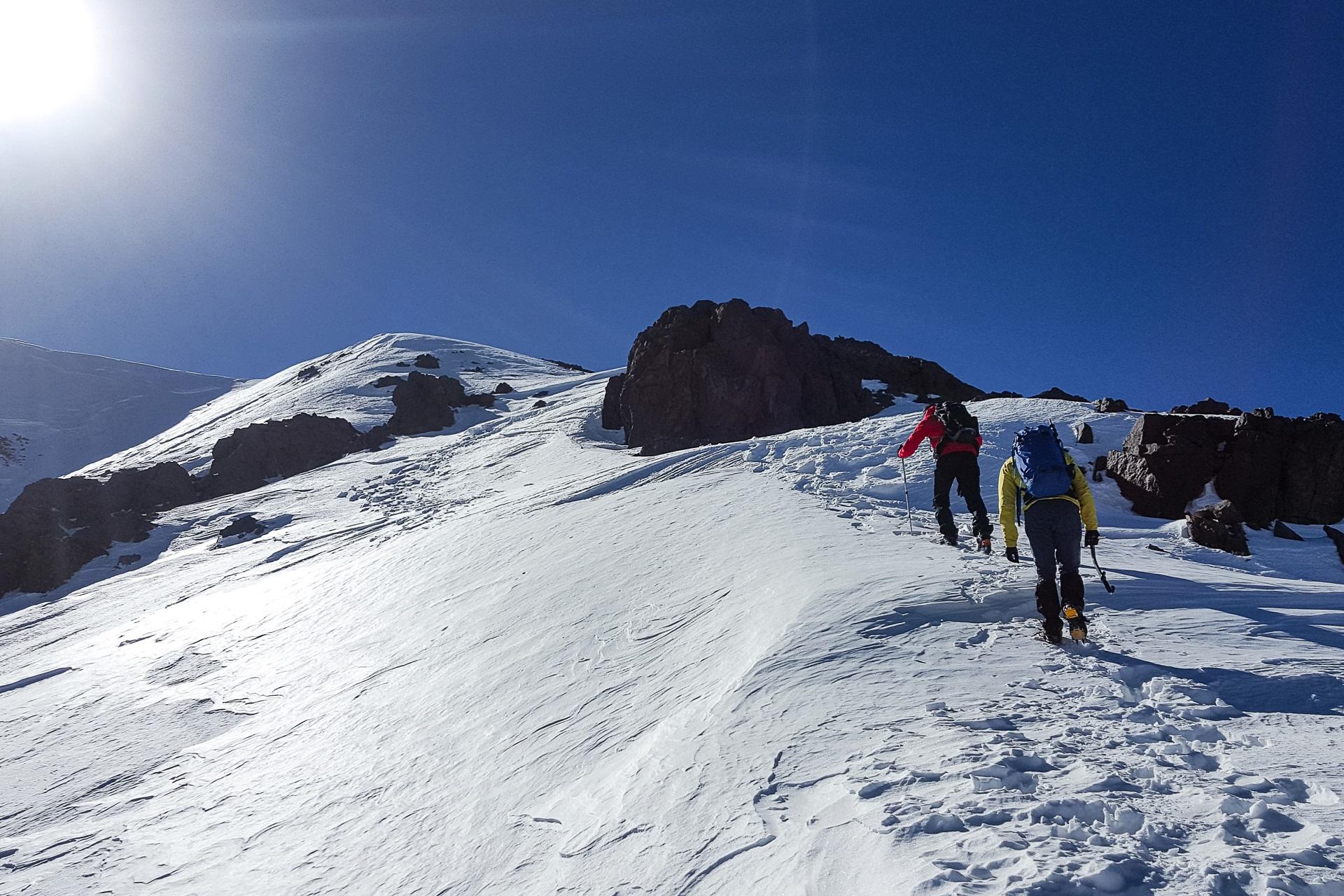 Zdobywamy wysokość granią północną, to już powyżej 4000 m.