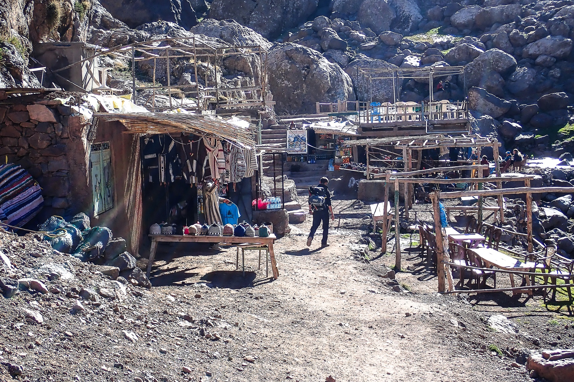 Ostatnia osada na szlaku na Toubkal, w której znajduje się białego kamień Sidi Chamharouch