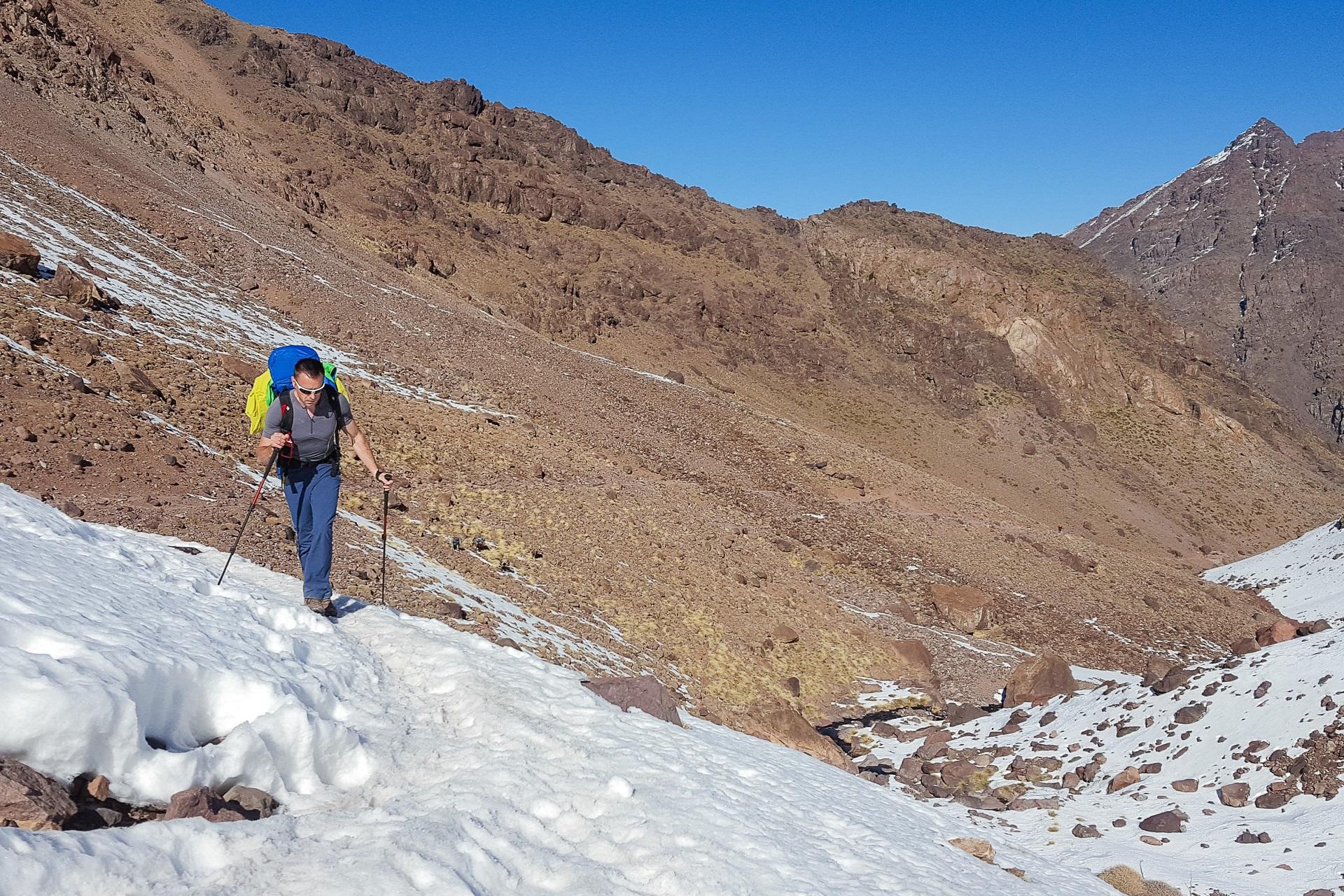 Strefa śniegu zaczyna się na wysokości ok 2800 m n p m.