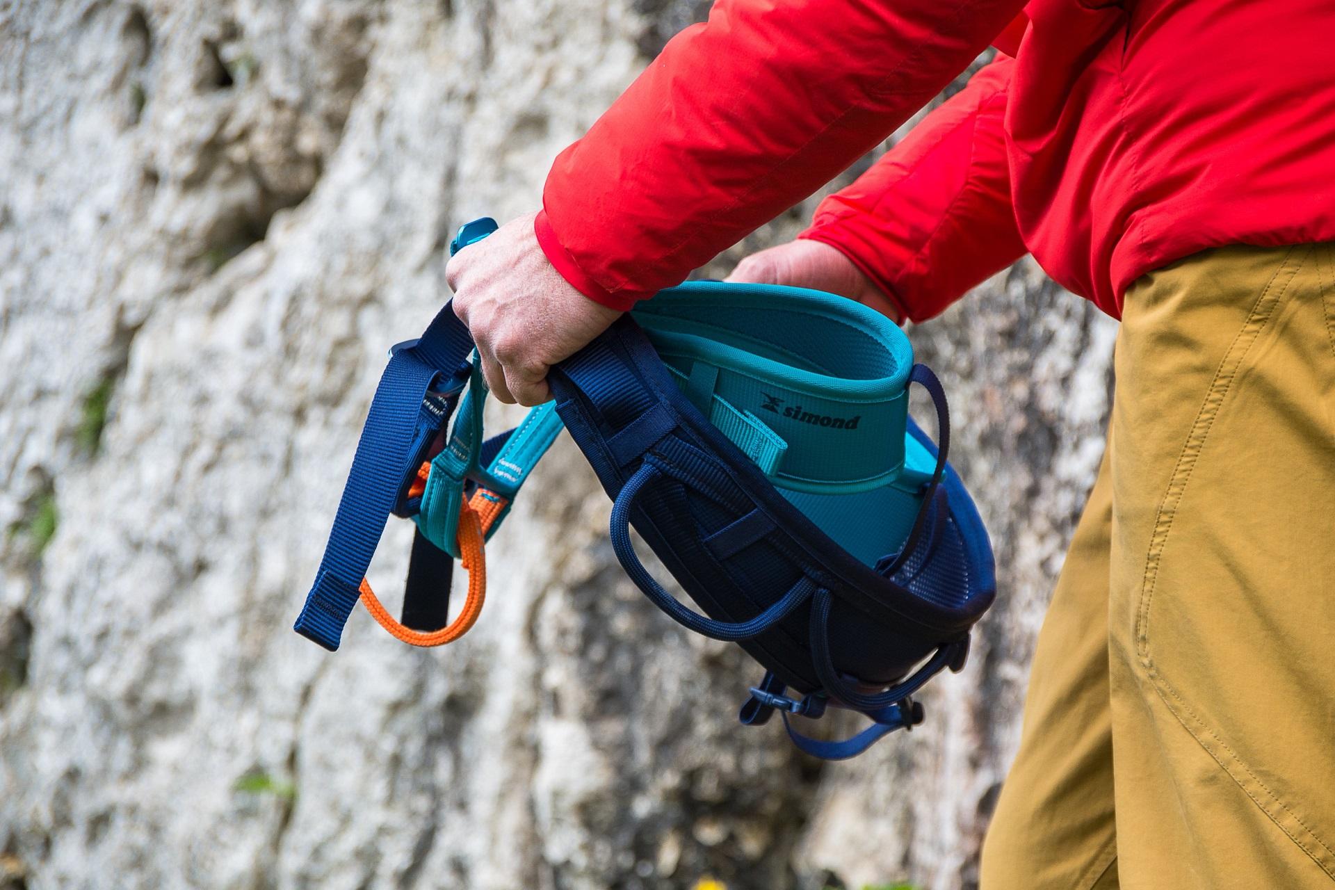 Dobrze dopasowana uprząż wspinaczkowa zwiększa bezpieczeństwo podczas wspinania