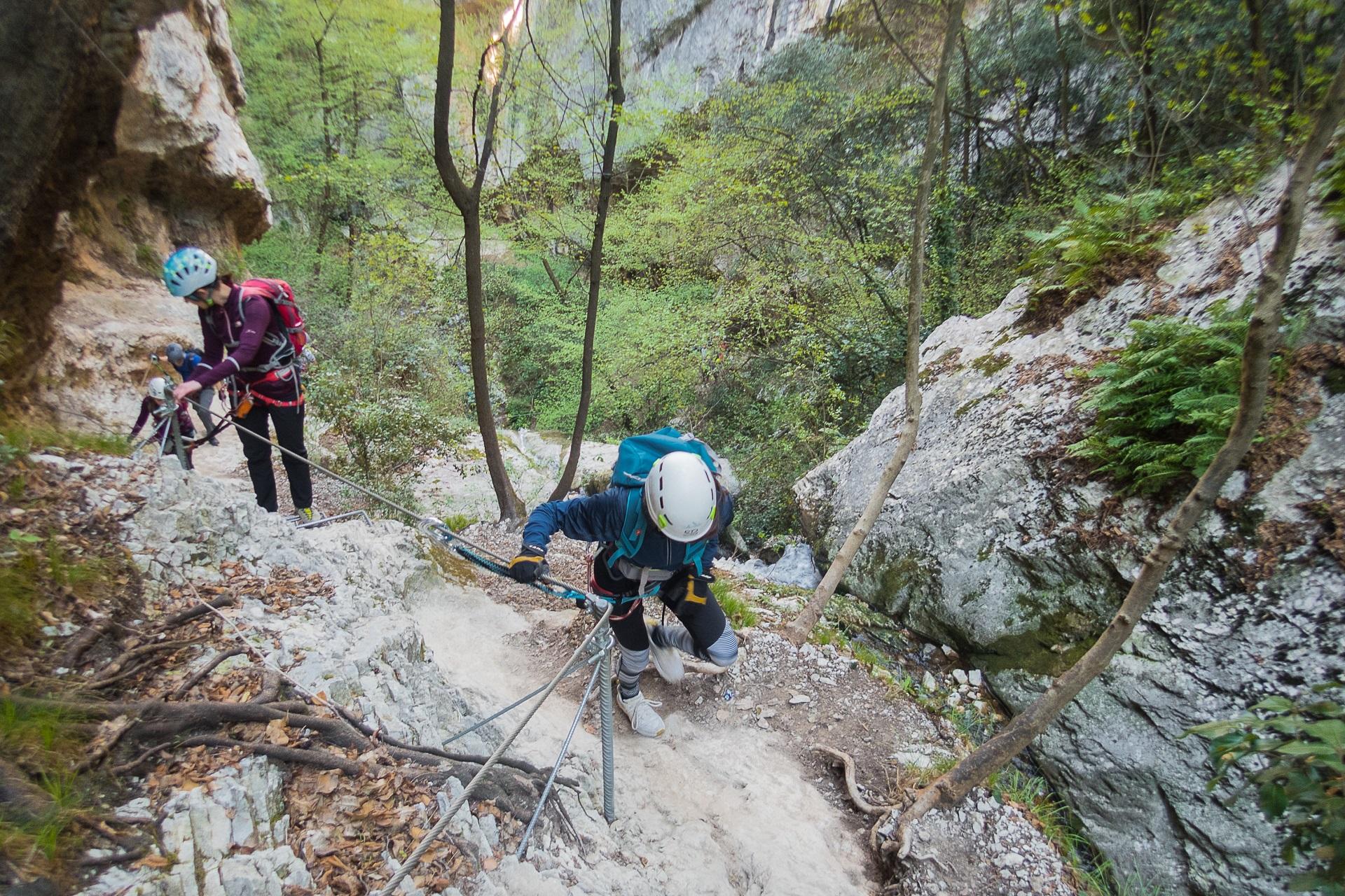 Drugi odcinek ferraty Rio Slagoni jest bardzo łatwy, to ubezpieczona ścieżka