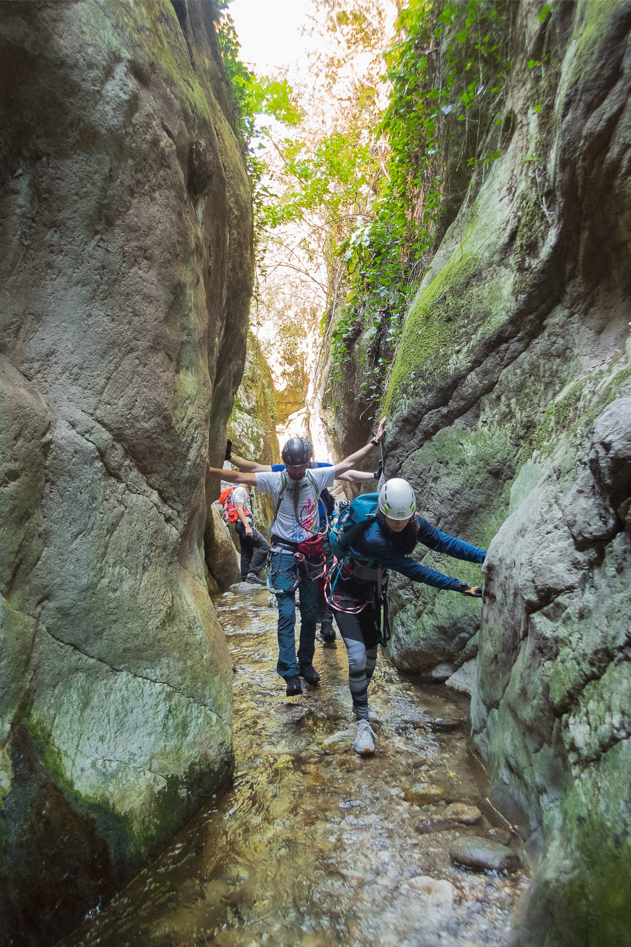 Większość trzeciego odcinka ferraty Rio Salagoni pokonuje się dnem wąwozu