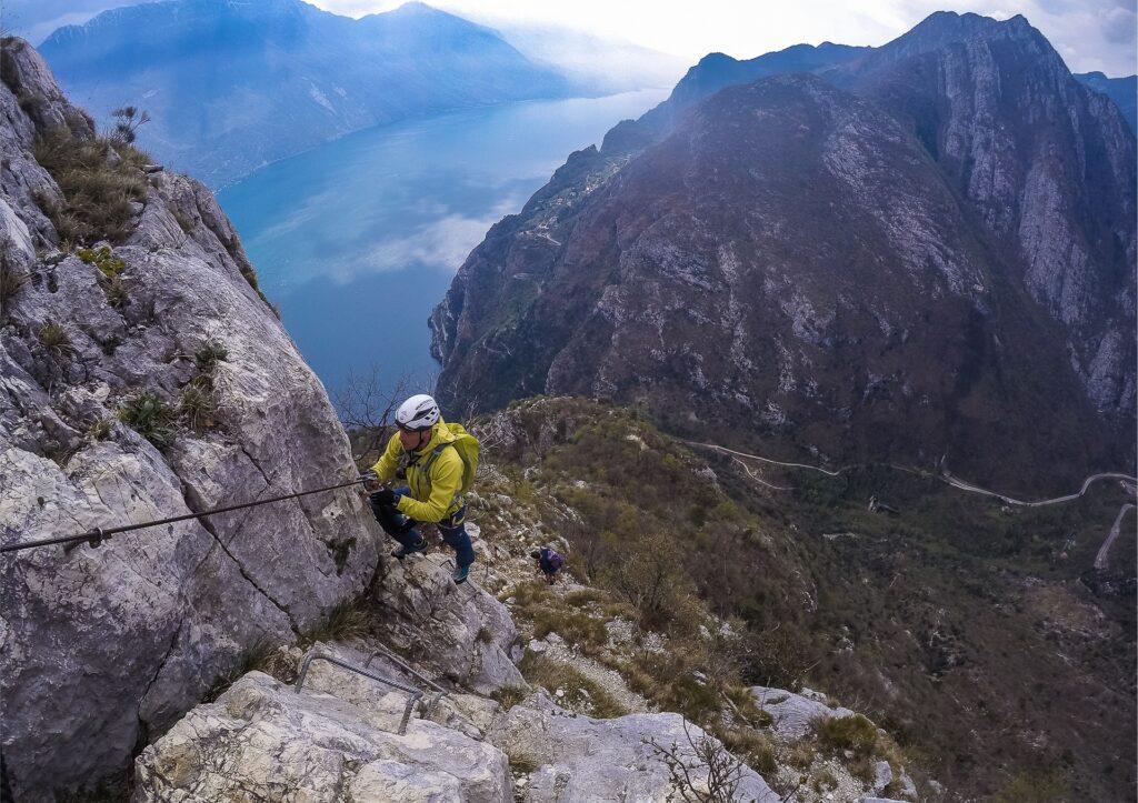 Widoki na jezioro Garda i Pregasinę z ferraty Susatti na Cimę Capi