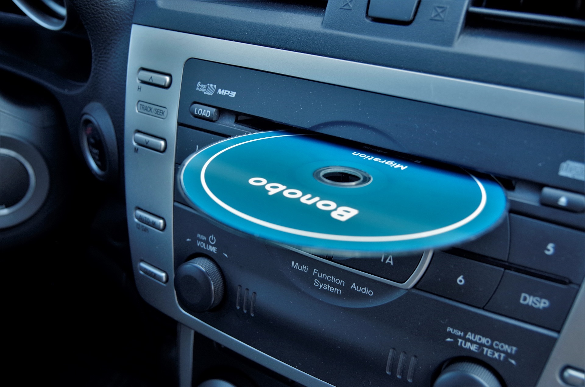 Muzyka słuchana z płyty CD na dobrej jakości sprzęcie to jest to!