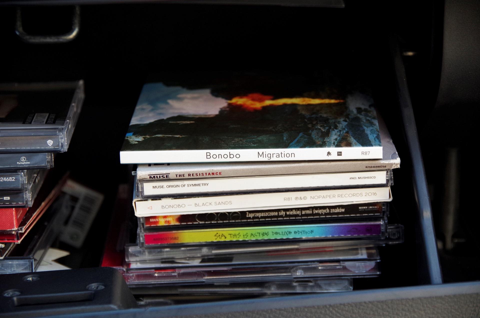 Muzyka na podróż , jakiej słuchamy, jest różna, od rocka, do popu i jazzu