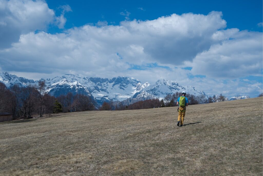 Na szczycie piękna panorama z widokiem na grupę Adamello, Brenta