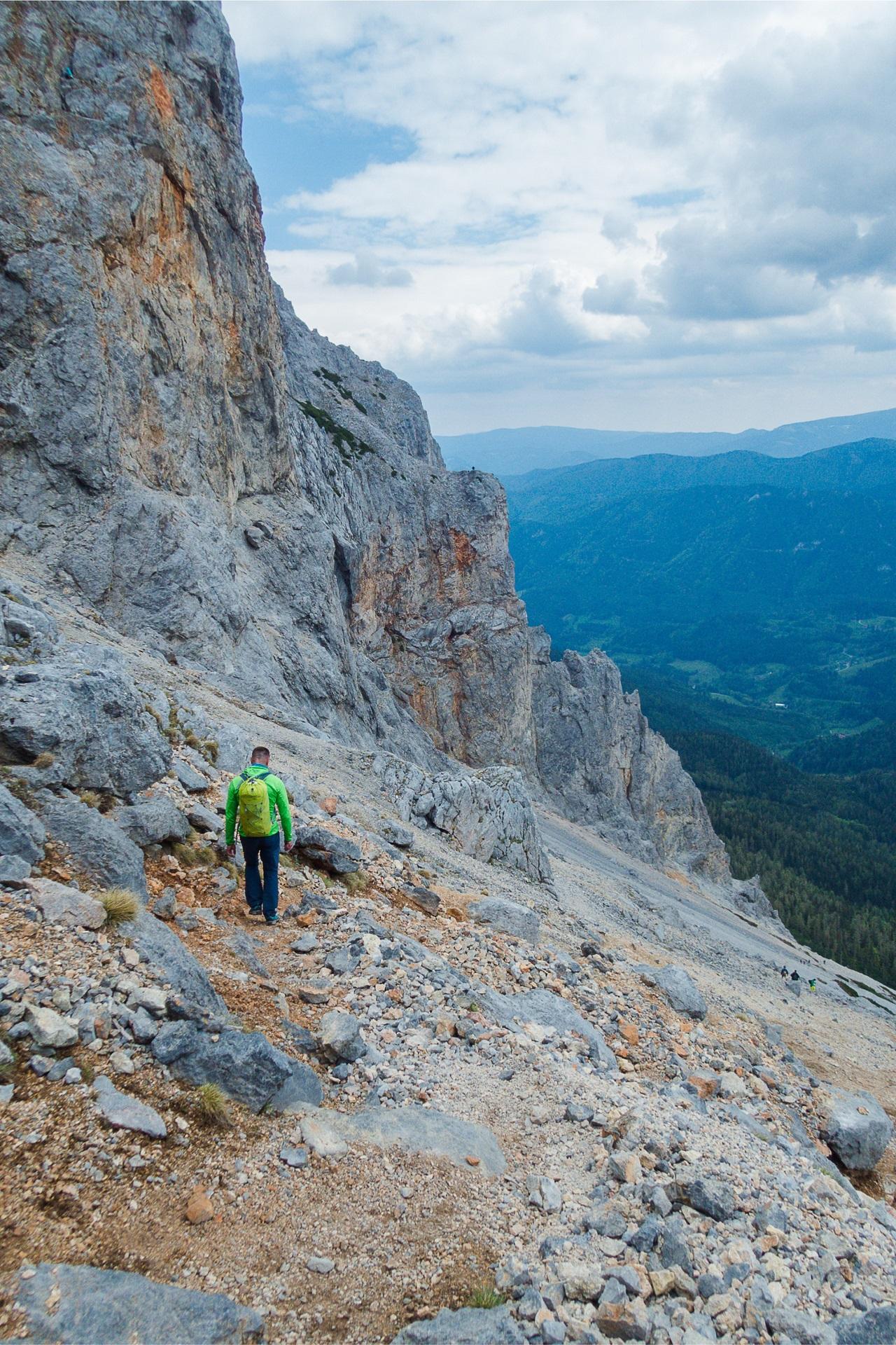 Ostatni fragment podejścia pod ferratę Konigschusswandsteig zajmuje około 30 minut