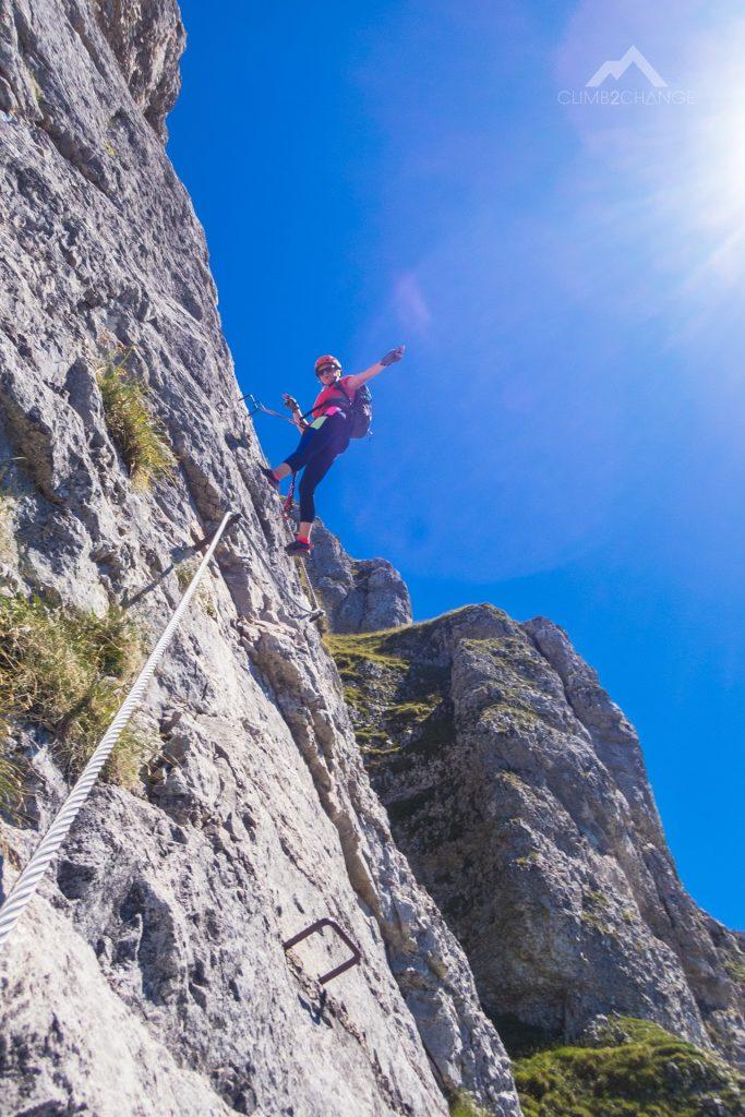 Magda na odcinku z klamrami za C, Panorama Klettersteig Sisi