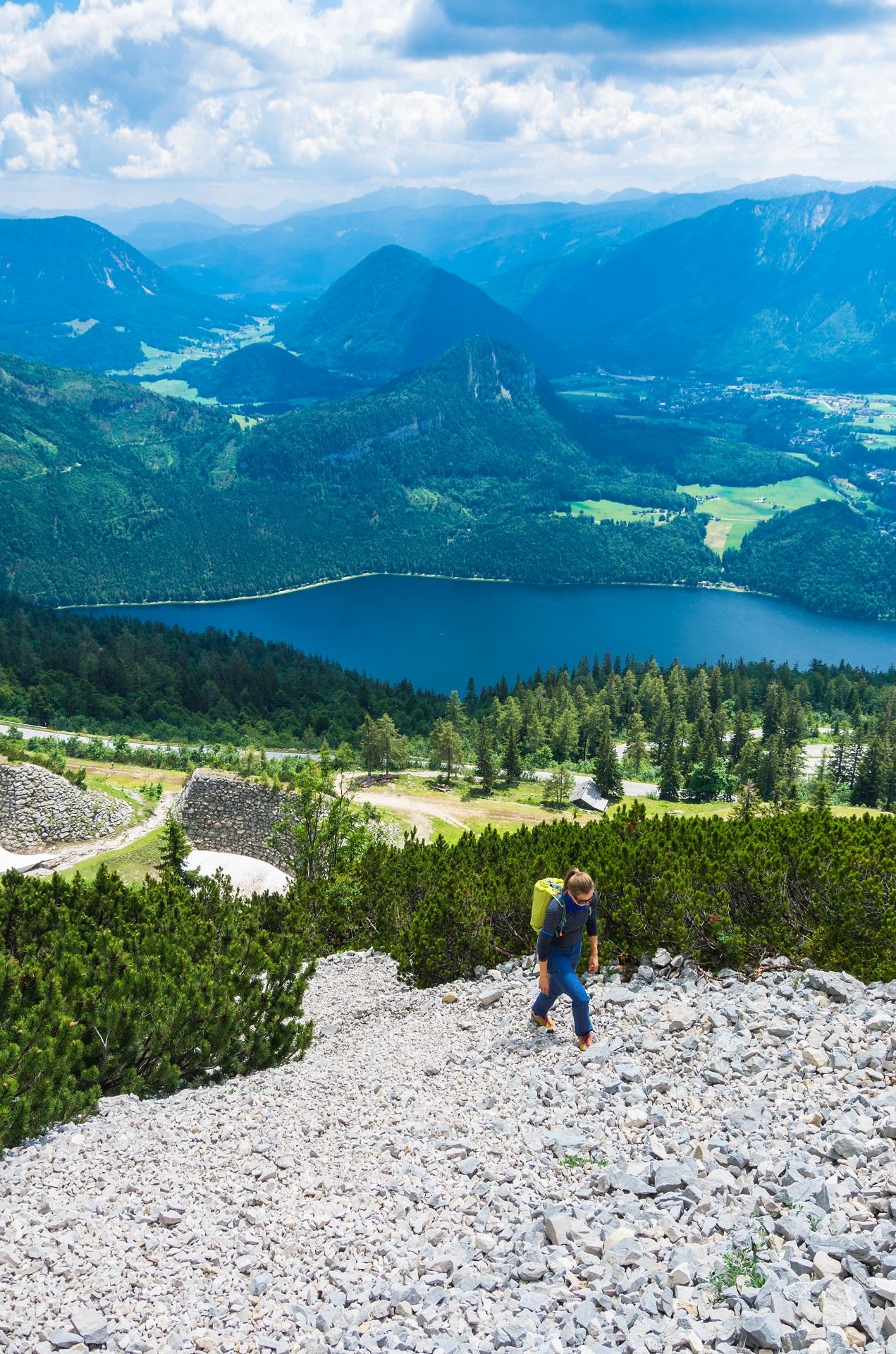 Podejście piarżyskiem pod ferratę Panorama Klettersteig Sisi