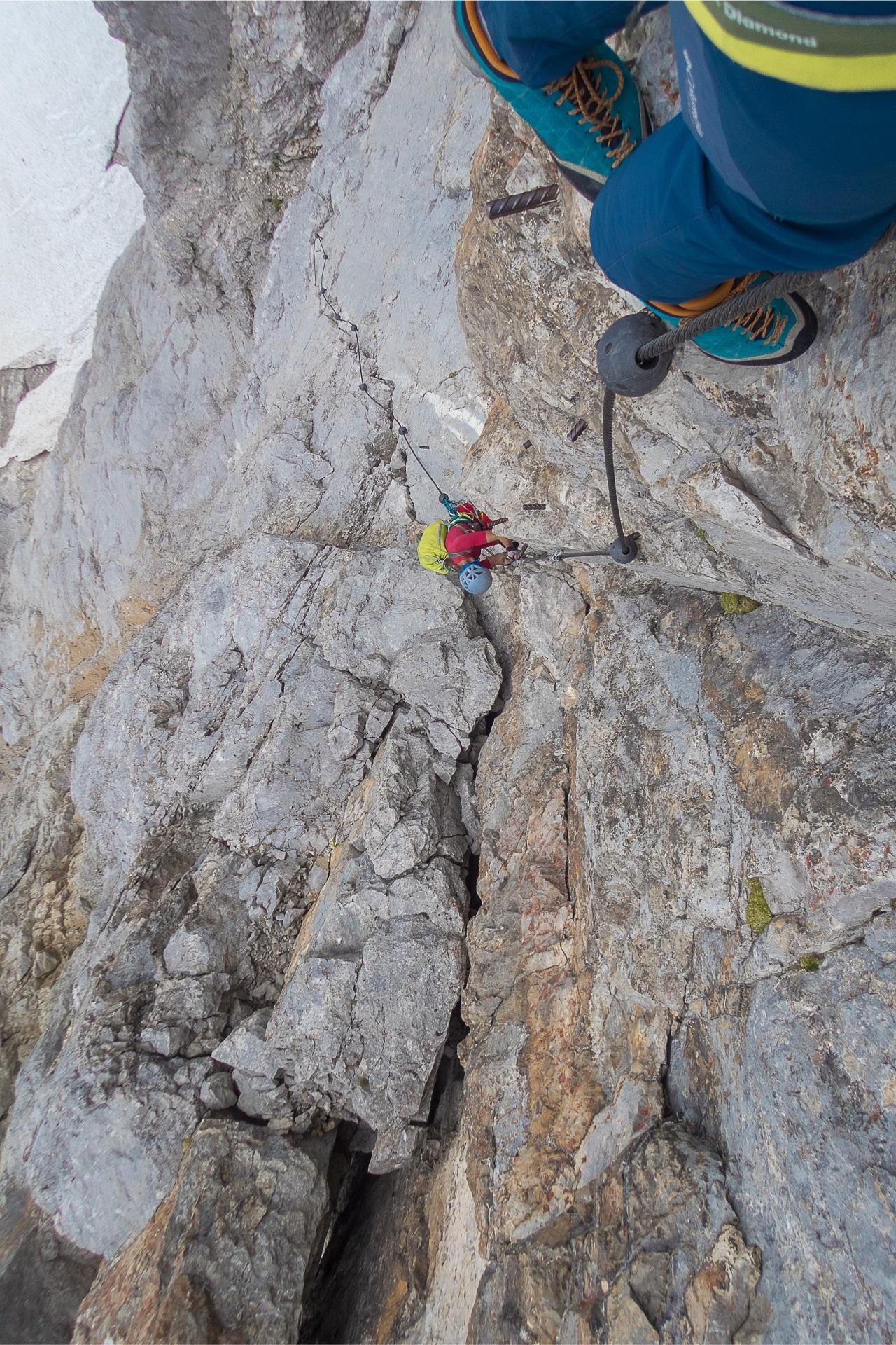 Pola powyżej pionowej rysy wycenianej na D, Sky Walk Klettersteig