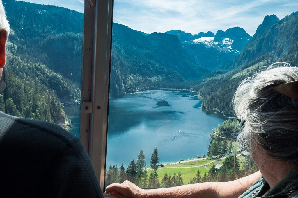 Widok na jezioro Gosaussee z kolejki gondolowej Gosaukammbahn