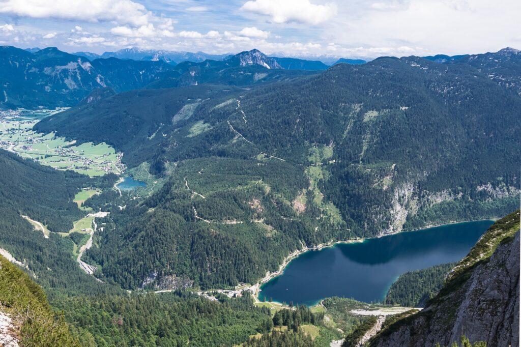 Widok na jezioro Gosaussee z ferraty Intersport, Donnerkogel