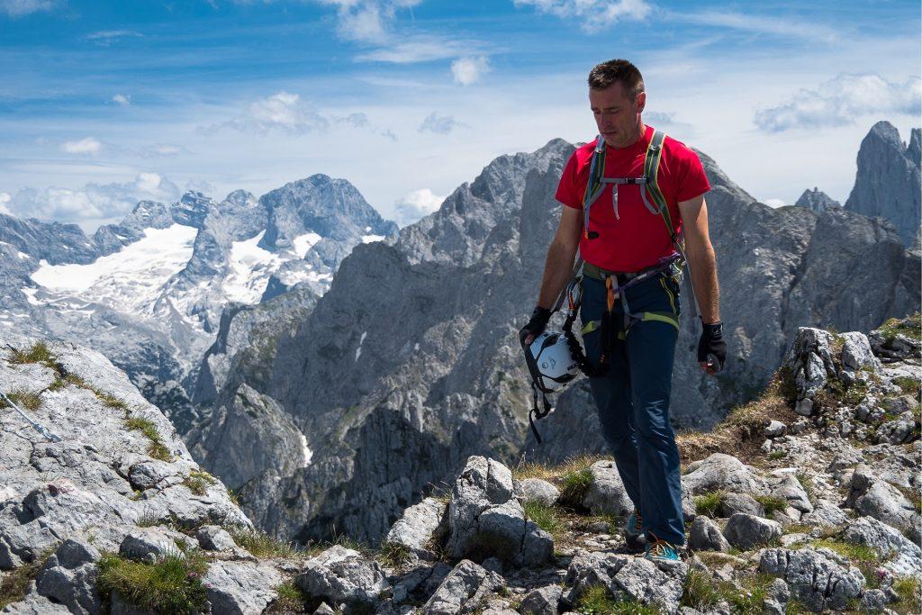 Na szczycie Grosses Donnerkogel rozpościerają się wspaniałe widoki na masyw Dachstein