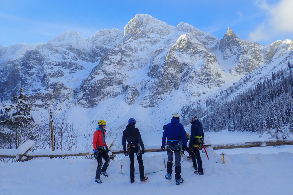 Zimowy kurs turystyki wysokogórskiej z climb2change nad Morskim Okiem